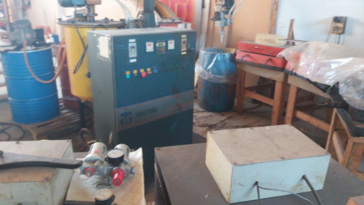 Máquina de espumação utilizada na industria de colchões